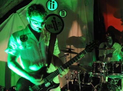 Onli-tu su David Puharić (glas, gitara/bas) i Robert Slama (bubanj, glas) iz Rijeke